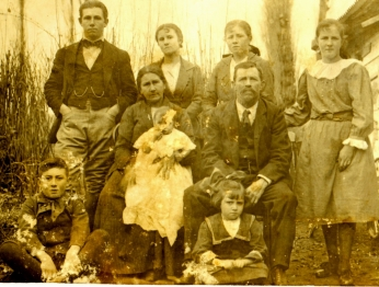 Robert Brown Annal with his family in Argentina